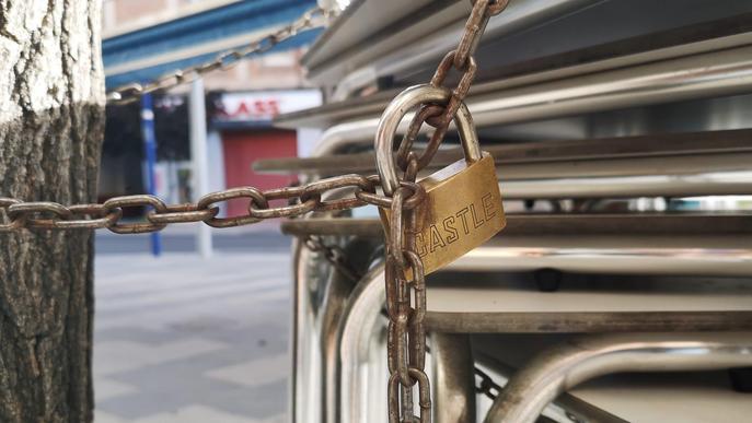 Denuncien un bar de Lleida per instal·lar terrassa sense permís i no respectar la distància entre les taules