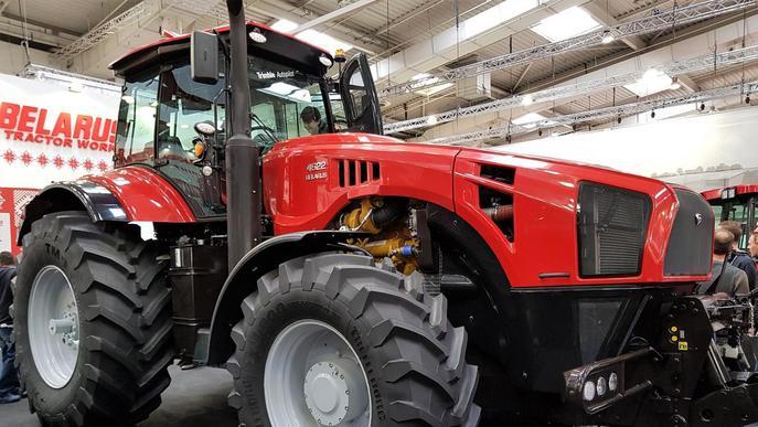 """L'empresa de tractors MTZ Belarus """"aterra"""" a Lleida per obrir mercat al sud d'Europa"""