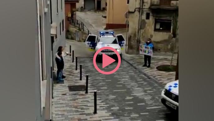 ⏯️ #VÍDEO | Policia de la Seu d'Urgell felicita l'aniversari a dos infants des del cotxe patrulla