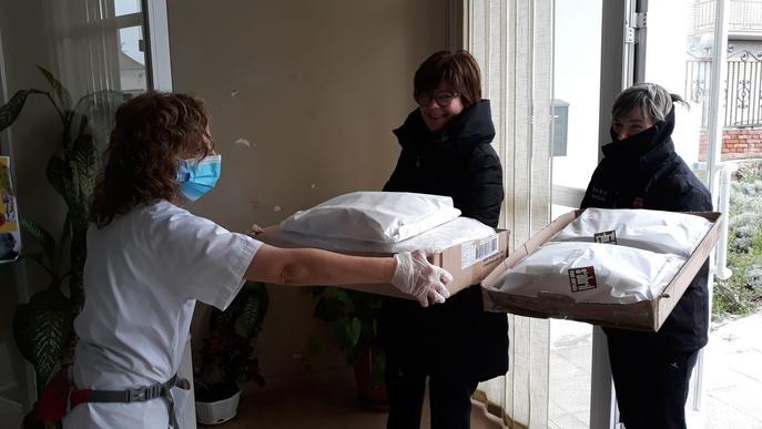 El Palau d'Anglesola rep material de prevenció per a la residència geriàtrica