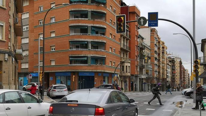 Imatge arxiu semàfor trànsit ciutat