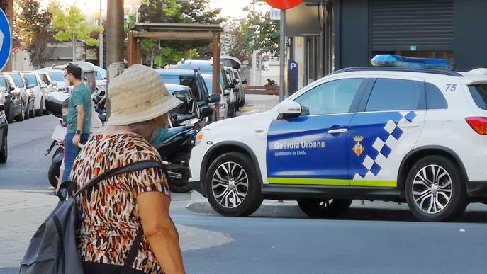 Detingut un jove per tallar al coll a la seva mare a Lleida
