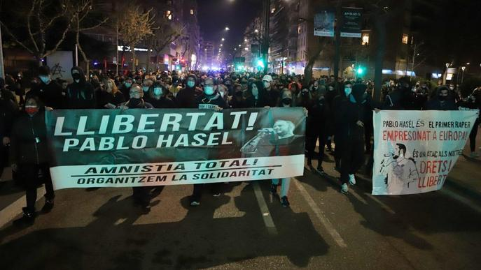 Unes 300 persones es manifesten a Lleida per demanar la llibertat de Pablo Hasél