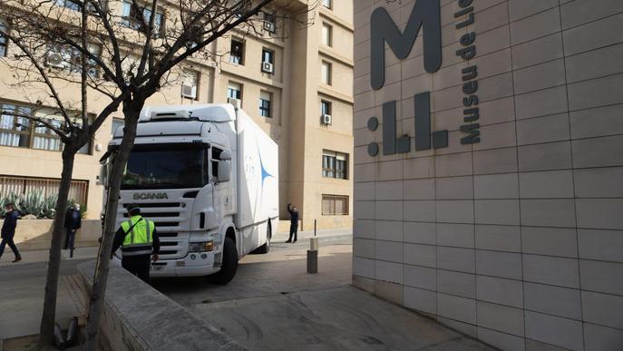 Marxen últimes 42 obres del Museu de Lleida cap a la Franja