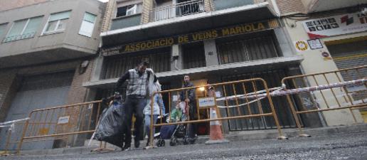 Mantenen el desallotjament dels pisos del bloc incendiat