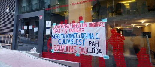 La PAH Lleida ocupa Habitatge per exigir un habitatge digne per a cinc famílies