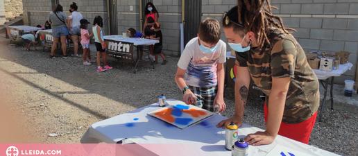 Infants de Camarasa participen en un mural amb l'artista Foxy