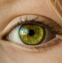 És aconsellable banyar-nos amb les lents de contacte?