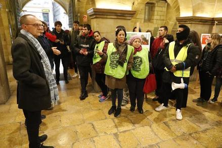 La PAH ocupa la Paeria per demanar habitatges per a les famílies de Balàfia