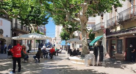 Terrasses a la plaça Major de Mollerussa amb distància de seguretat per la covid-19