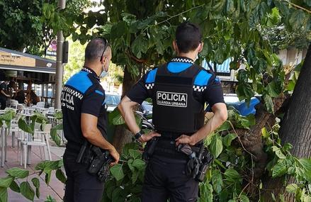 Sorprenen a disset joves celebrant una festa en un pis de Lleida