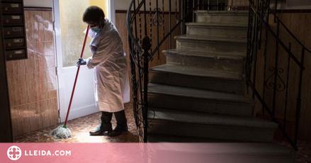 Una de cada tres treballadores de la llar viu sota el llindar de la pobresa a Espanya