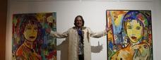 Antoni Uceda, entre dos dels seus quadres de gran format / SEGRE