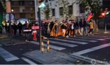 Mobilització contra la sentència al seu pas per la comissaria de policia, a l'avinguda Prat de la Riba de Lleida